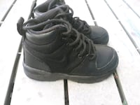 boys nike boots 11c