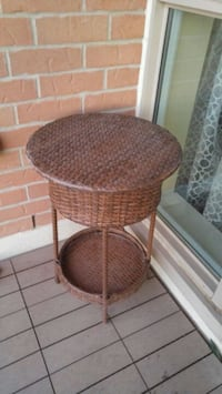 round brown wicker side table Oakville, L6H 0H1