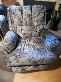 Fabric upholstered recliner Toronto, M6L 1A4