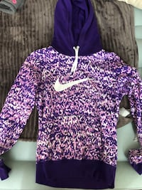 Woman's Nike sweater  Mississauga, L4Y 2N5