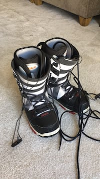 pair of black-and-gray snowboard boots Clarksburg, 20871