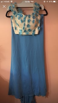 Women's blue and white floral sleeveless dress Kitchener, N2B 3A9