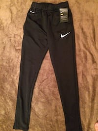 black Nike sweat pants screenshot Toronto, M1L