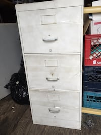Legal-size 3 drawer filing cabinet, metal Montréal, H3N 2J8