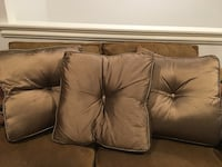 3 large decorative pillows New Orleans, 70123
