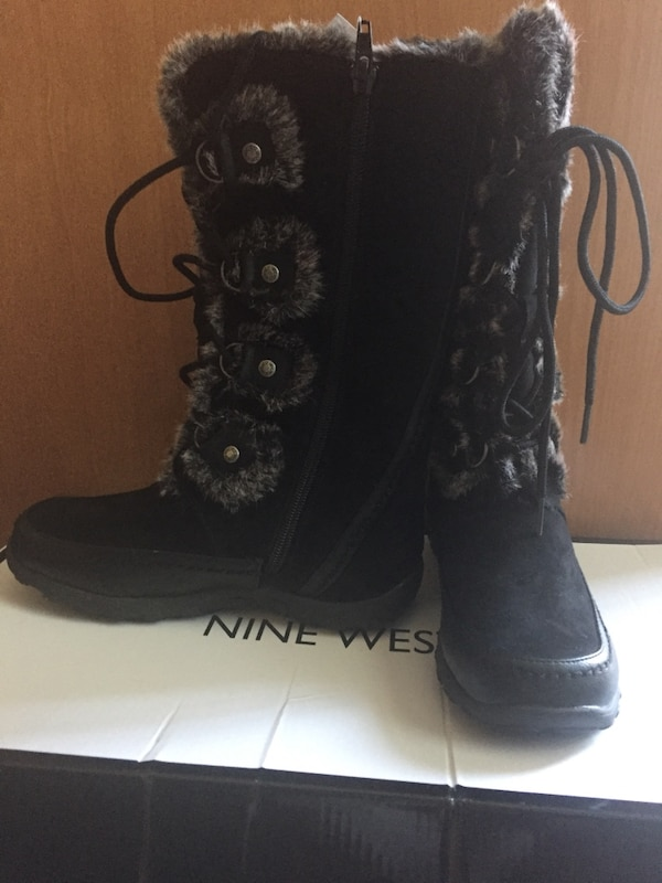 pair of girl's black Nine West fur boots 51bf3137-495a-440d-a195-a6b4c8ccdbae