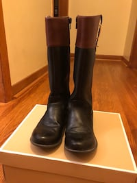 pair of black leather boots London, N5Z 3E6