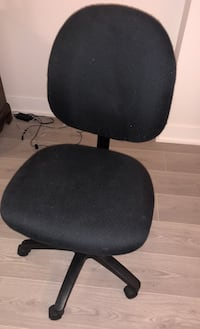 Heavy cushioned adjustable height computer chair