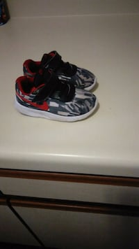 black-and-red Nike basketball shoes Winchester, 22601