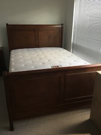 Wooden Queen Sleigh Bed, Boxspring and Matress 3490 km