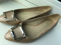 Naturalizer gold flat shoes