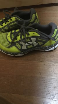 Green-and-black under armour running shoes