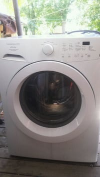 white front-load washing machine Winnipeg, R3E 1H2