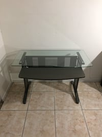 Glass computer desk 933 mi