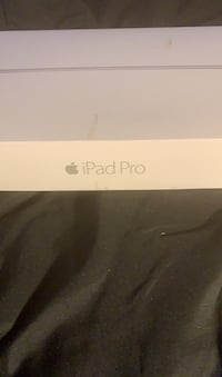 iPad Pro like new in box  with screen protector Virginia Beach, 23452
