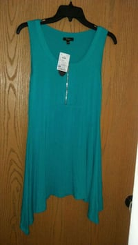 Ladies nwt sz small top Fayetteville, 28309