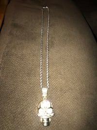 Skull pendent with chain not gold but it bling's . Santa Clara, 95051