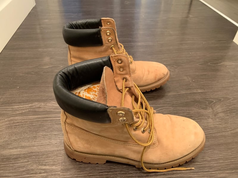 Used timberland boots size 11.5 89267b37-f436-4f79-8c3a-6a74a692a4e2