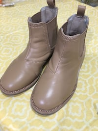 Pair of brown leather boots Dallas, 75243