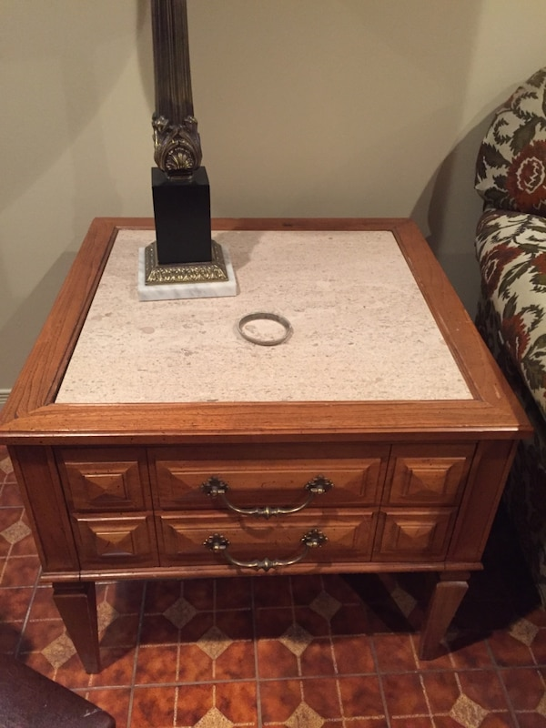 Coffee table and end table $100 for set  a25b766f-fb4c-4fe4-a022-fb1c3e88c7d7