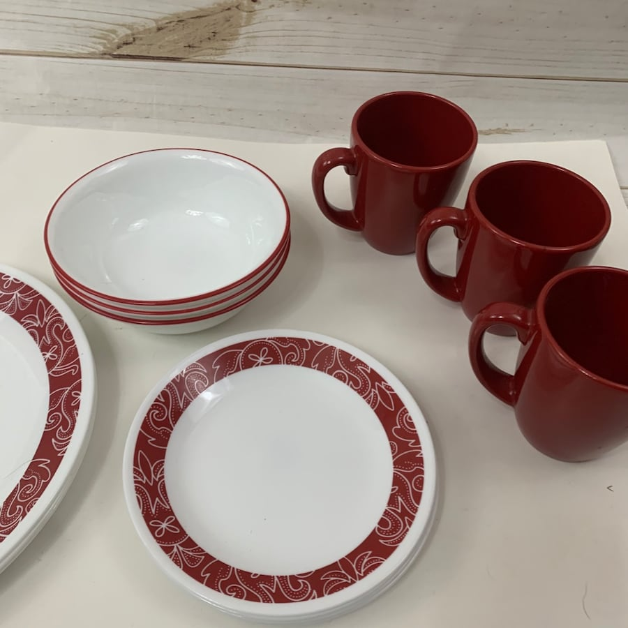 Dish set with coffee mugs