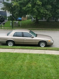 Ford - Crown Victoria - 2002 Frederick, 21703