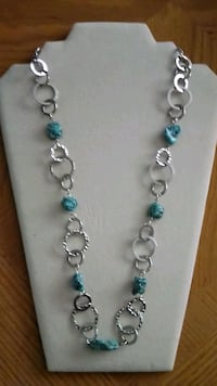 Beautiful silver chain necklace, with torquoise.