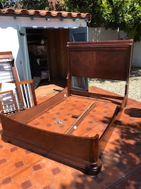 Wood queen sized bed frame. Glendale, 91201