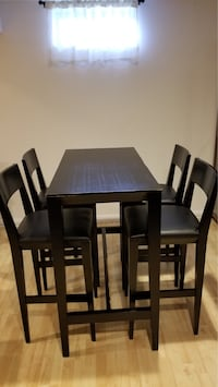 Crate and barrel table set Reston, 20191
