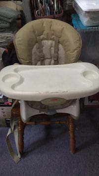 baby's white and gray Chicco high chair Niagara Falls, L2E 4W5
