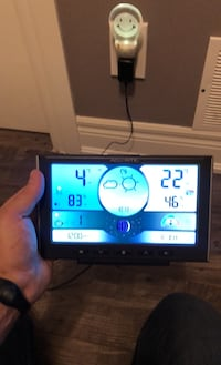 Weather station with remote outdoor sensor (wireless)