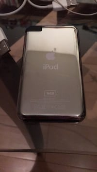 IPod 2nd generation black 16gb w/ charging cable Vancouver, V6K 3T2