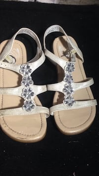 Cute white flower gem sandal girls size 1  Edmonton, T5H 0V7