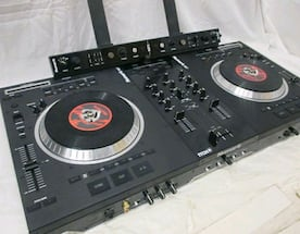 Numark Ns7 with laptop stand & sound efx bar and case