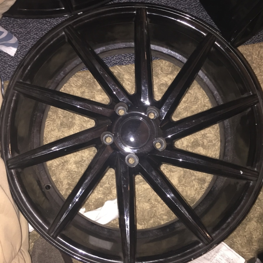 Used Black Automotive Wheel In Yonkers