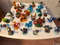 Skylander and other toys Montréal, H2M 2C6