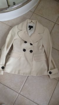 White button-up coat Small pick up in Laval serious buyers pls Terrebonne, J6W