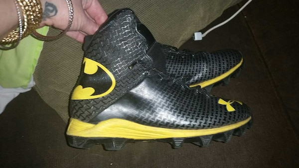 Used batman football cleats six in youth boys for sale in St Albans ... 00818cb6a