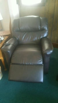 Lazyboy Powerlift Chair In Brown Leather Derby