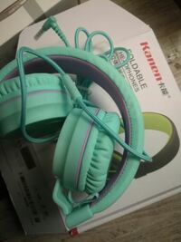 teal Kanen foldable headphones with box