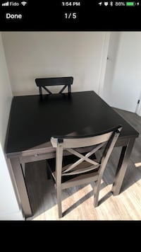 Expandable table, in great condition, like new.  + 2 Free INGOLF chairs Montréal, H3H