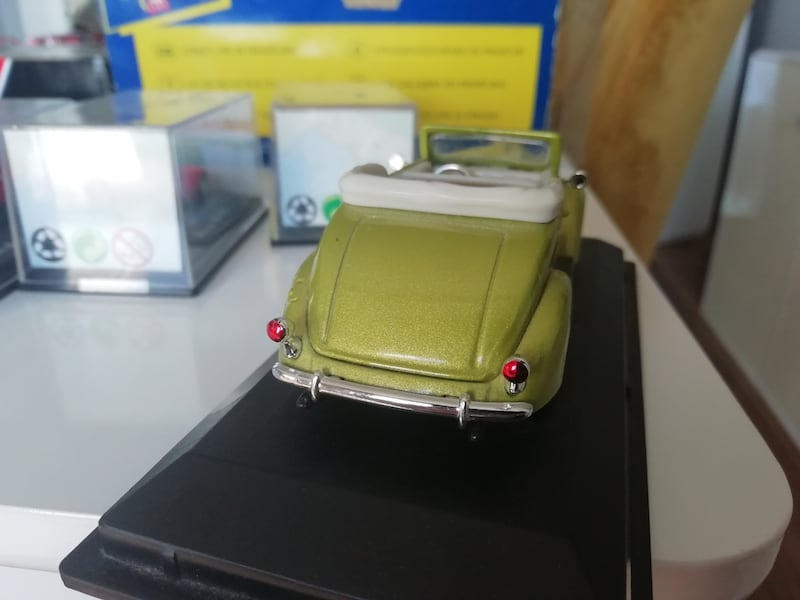 1/43 Ford  2