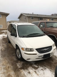 Chrysler - Town and Country - 1999 Minot, 58703