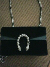 Gucci mini velvet silver chain purse Vaughan, L4K 5W4