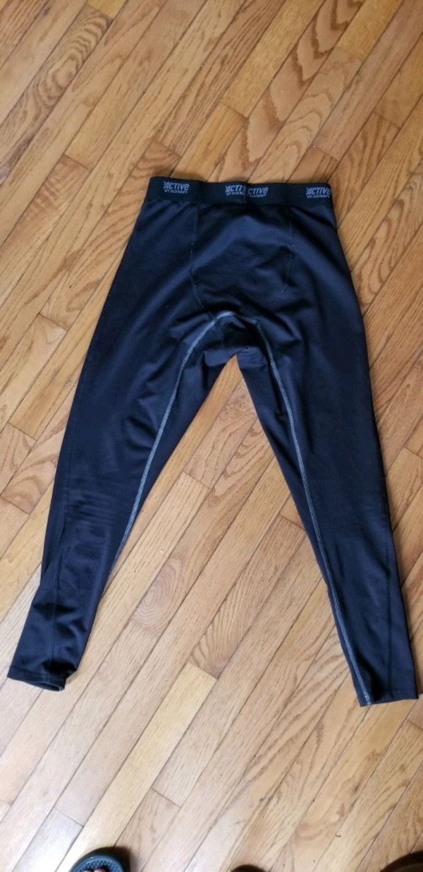 Old navy active leggings  4ab36d36-efbe-485a-9481-de914a35d3bd