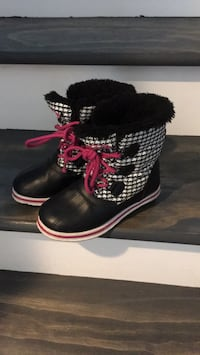 pair of black-and-red boots Perris, 92571
