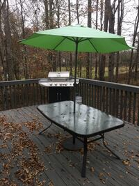 Patio Table and umbrella stand, Nexgrill works great, propane included