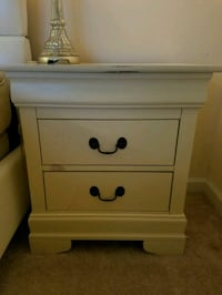 1 side table- NEEDS TO GO ASAP! Ashburn, 20147