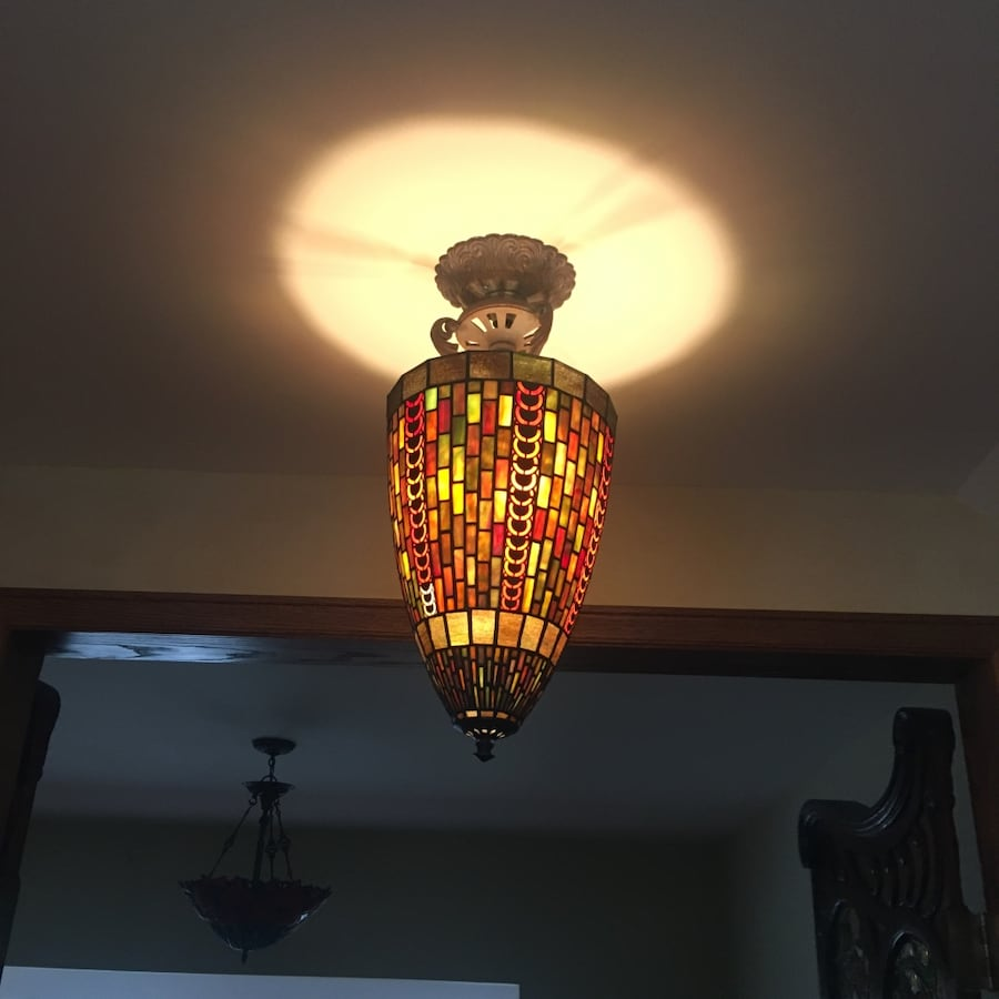 Stained glass centerpiece light
