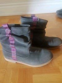 Size 4 kids boots only worn once Toronto, M4K 3Y2